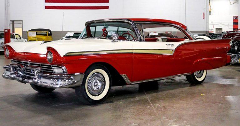 1957 Ford Fairlane 500 Club Victoria