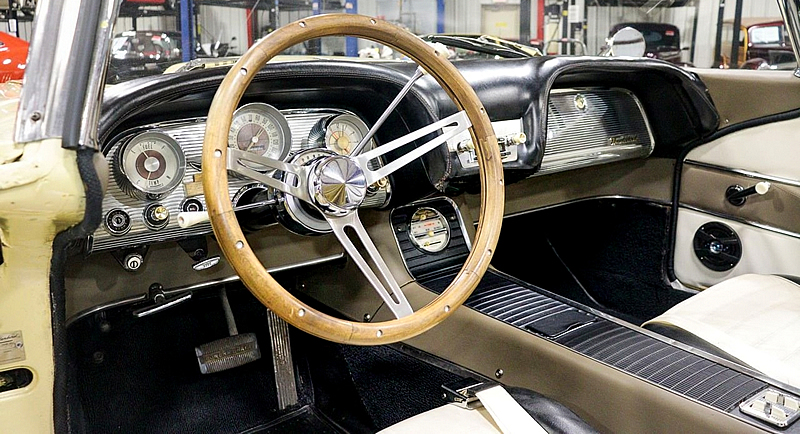1959 Thunderbird instrument panel / interior