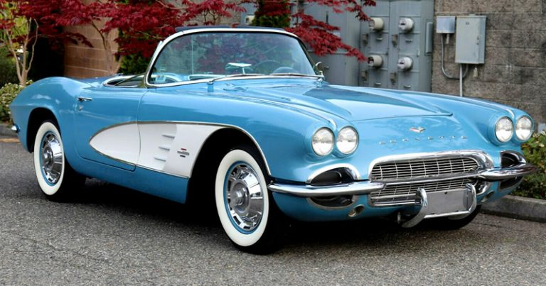 1961 Chevrolet Corvette in Jewel Blue