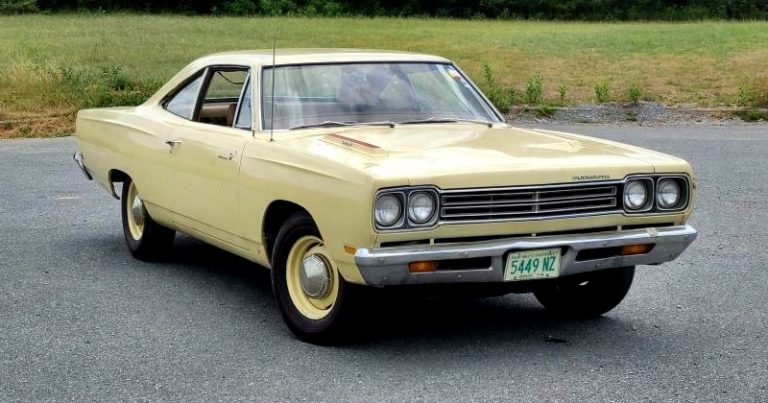 1969 Plymouth Road Runner 426 Hemi