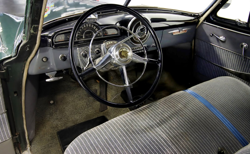 interior / Deluxe instrument panel of the 1951 Pontiac Chieftain