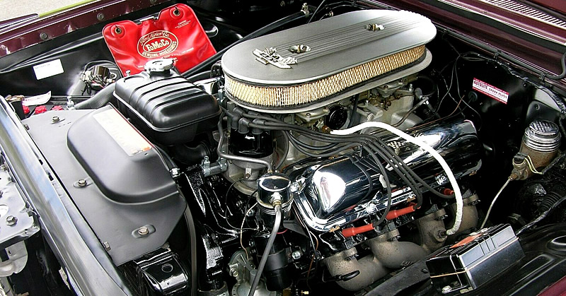 Ford R-code 427 V8 engine from 1963 in a Galaxie