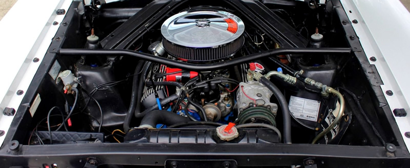 289 cubic inch V8 engine un a 65 Falcon